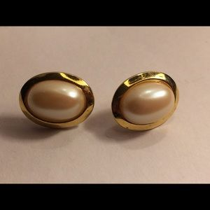 Vintage pearl earrings with gold tone